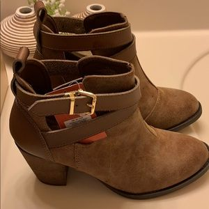 Mossimo Keagan Cognac Cut Out Booties 7.5 New